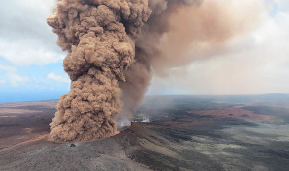 Hawaii's volcano eruption continues to threaten residence